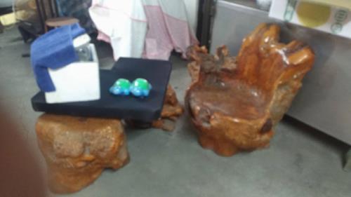 《茶行結束營業》原木藝樹茶桌35萬,邊長約有320,450公分,椅子10張