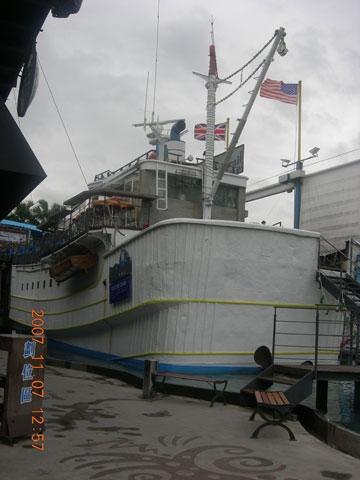 船餐厅; 不锈钢门窗,铝格栅,采光天窗,锻造门窗,金字塔采光罩,雨庇图片