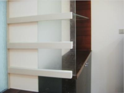 沙发背后隔断柜子造型,圆弧垭口带柜子造型,柜子造型门洞效果图,