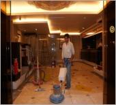 飯店大廳舊石材再生研磨施工中  (人造石)