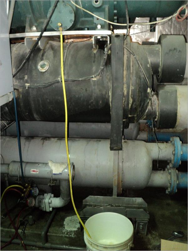 滿液式冰水機換冷凍油