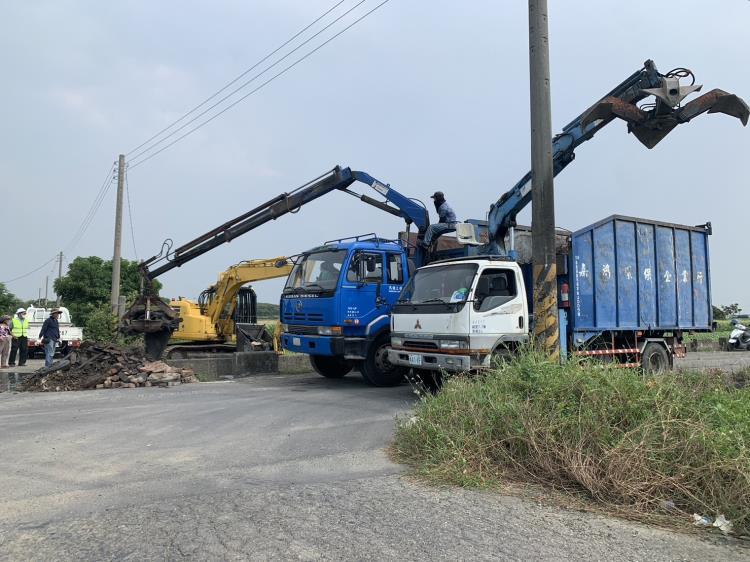 傾卸式清除車輛