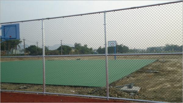籃球場鐵網圍籬