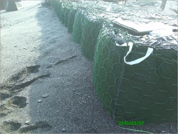 漁港土石籠圍堰工程5