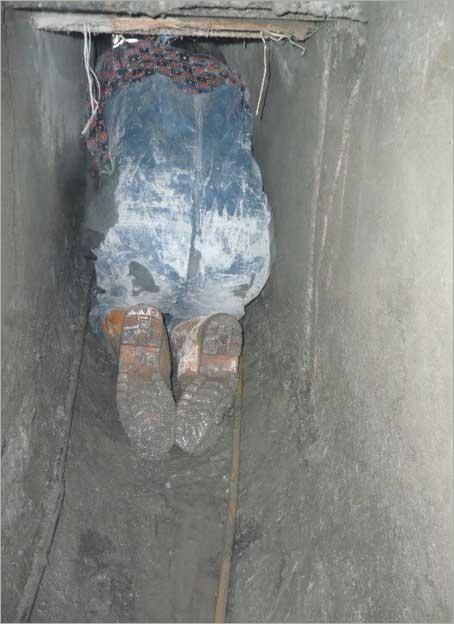 工地施工-汙染水溝硬塊打除
