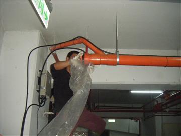 地下室停車場污水吊管高壓清洗
