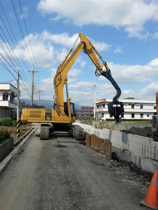 鋼板樁打拔工程