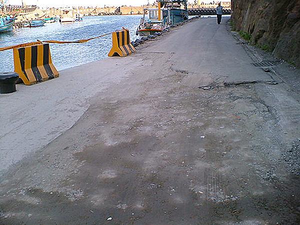 港口路損瀝青鋪設