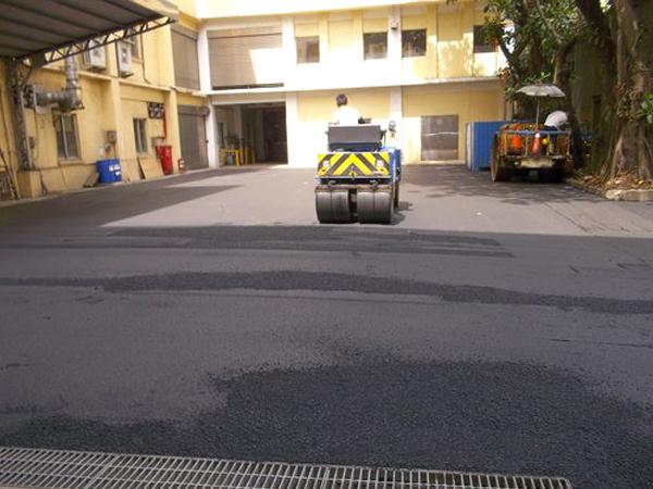 工廠路面瀝青整地壓平