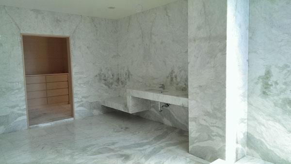 翡翠白玉浴室牆面