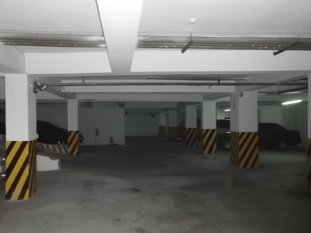 地下室停车场喷漆完成