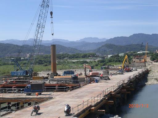 河川上施工構台施工
