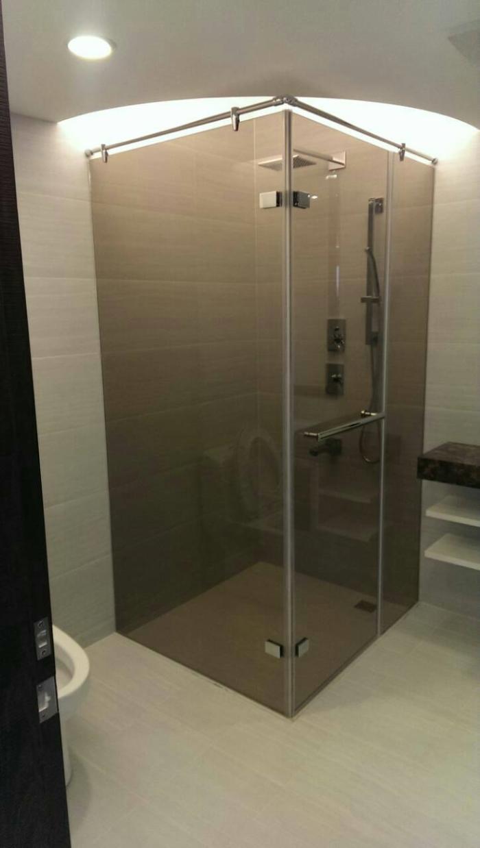 茶色浴室玻璃