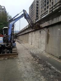 挖土機.怪手出租-水泥牆外皮打除工程