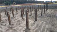 基樁及吊放中間柱