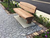曲線磚鋪面+靠背座椅