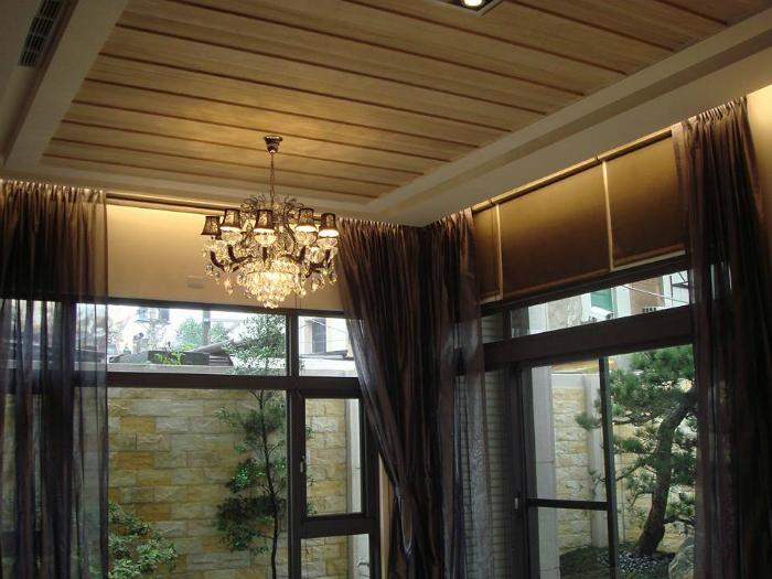 客厅天花板木工装修