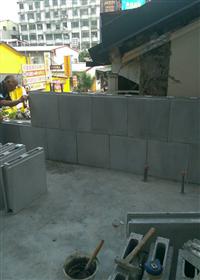 綠美磚依序排放