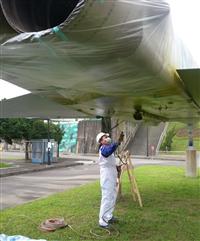 展示飛機底部噴漆施工
