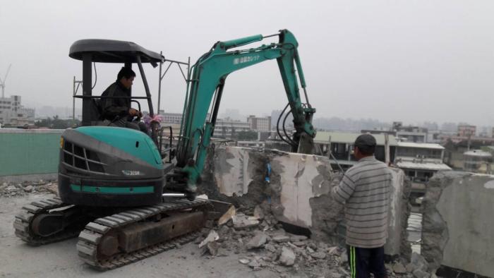 女兒牆重機械拆除