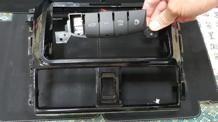 汽車面板按鍵噴漆/雷雕