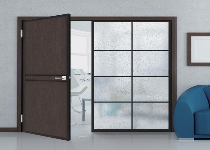 客廳鋁框水平把手木門