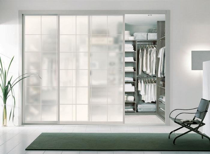 更衣室鋁框玻璃推拉門