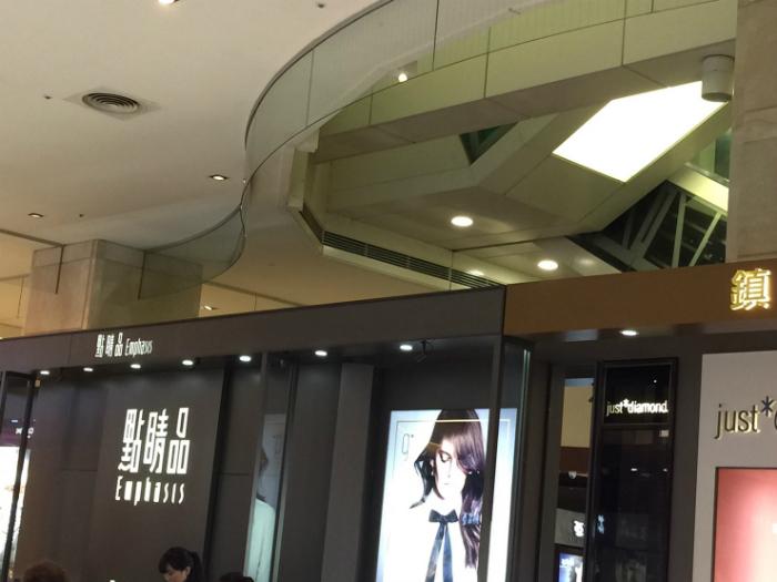 商業空間圓弧型玻璃防煙垂壁