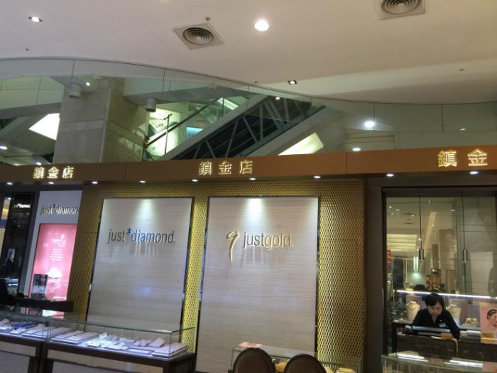 百貨公司圓弧型玻璃防煙垂壁