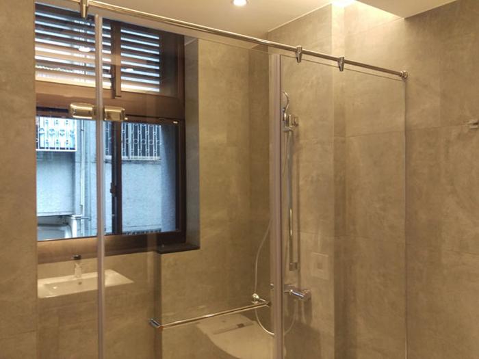 淋浴玻璃隔間