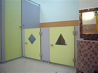 三角型造隔間廁所