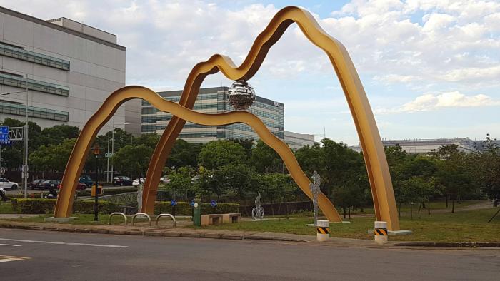 中科藝術裝置-金色山脈