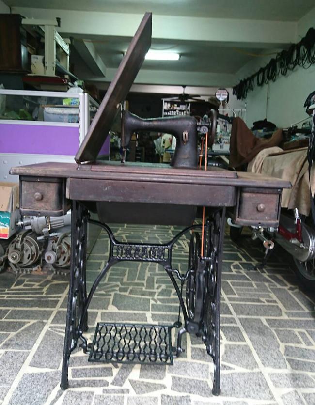 二手家庭用二手腳踏車式縫紉機