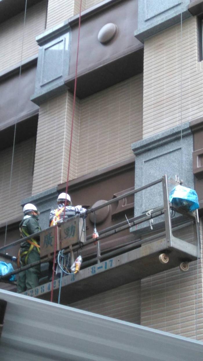 吊籠外牆金屬鋁板安裝