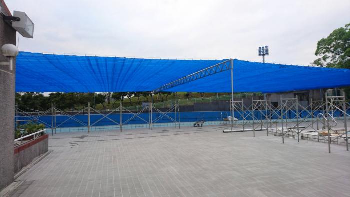 世大運室外游泳池遮陽網完成