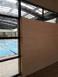 游泳池隔間