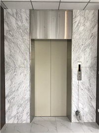 27-銀狐電梯牆面
