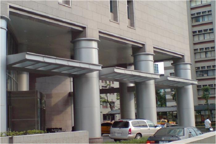台北醫學大樓 鋁遮陽板.圓柱包板