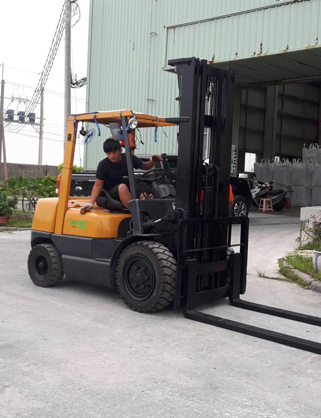 TCM 700型3.0噸三節貨櫃6米/手排
