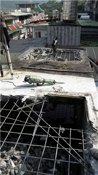 屋頂水塔打石拆除