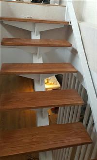 金屬製品龍骨型樓梯