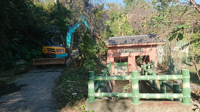 挖土機整地工程
