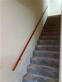 樓梯木扶手