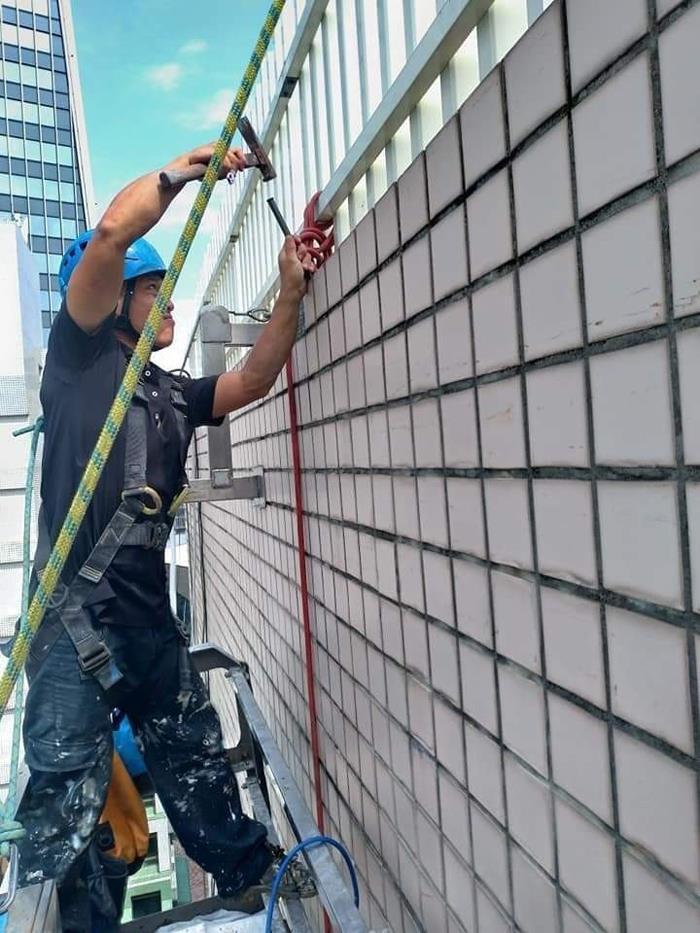 外牆磁磚修繕作業