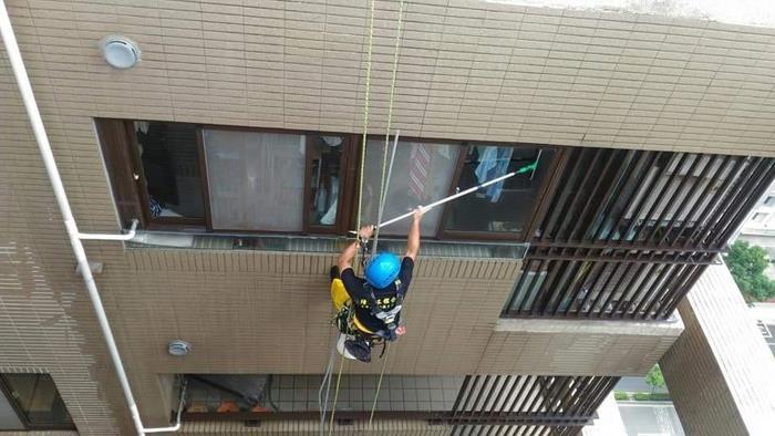 雙繩垂降清洗作業