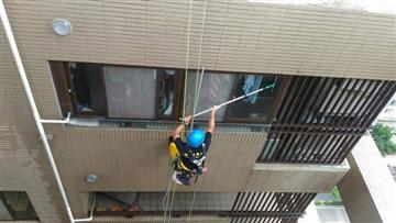 外牆吊車清洗作業