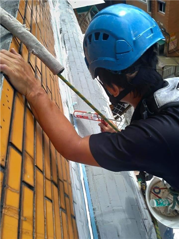 桃園外牆吊車作業