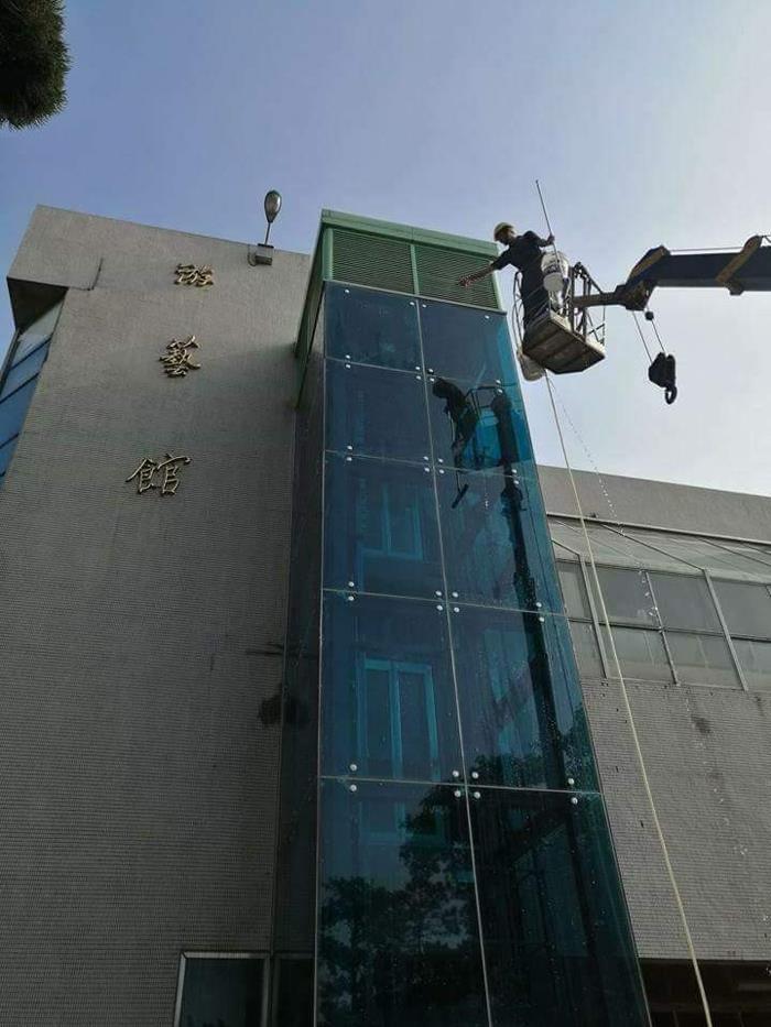 高空外牆清洗作業