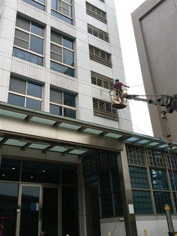 新北市高空外牆雙繩垂降作業