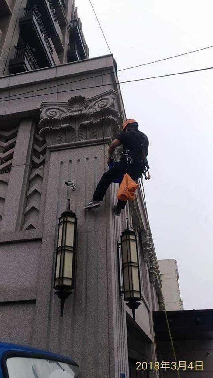 高空外牆雙繩垂降作業